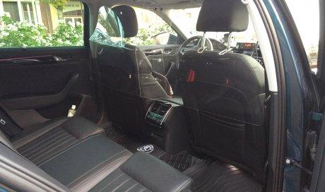 Taxi équipé de plexi glass et gel hydroalcoolique